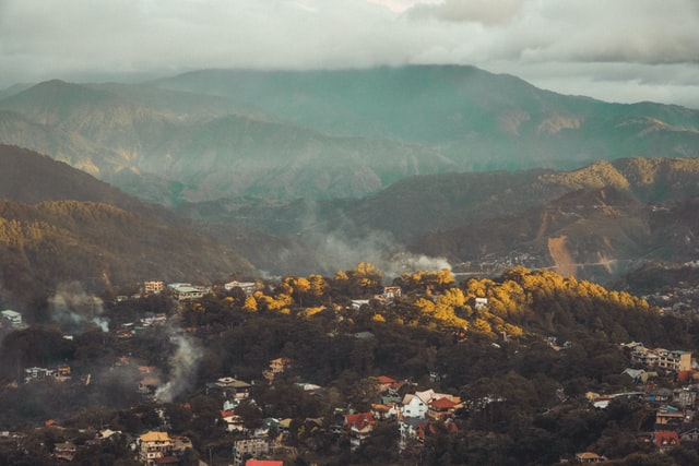 where do most expats live in the Philippines baguio