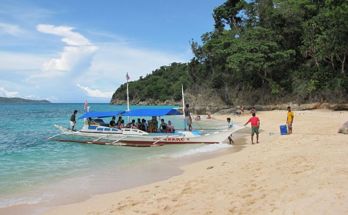 what to do in boracay island hopping